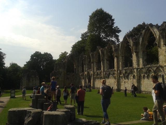 Museum Gardens - jardim botânico e ruínas da antigaAbadia de Santa Maria