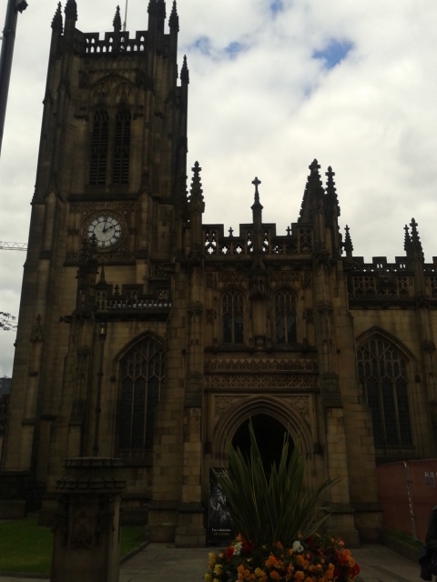 Fachada principal da Catedral de Manchester