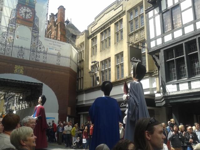 Bonecos desfile chester