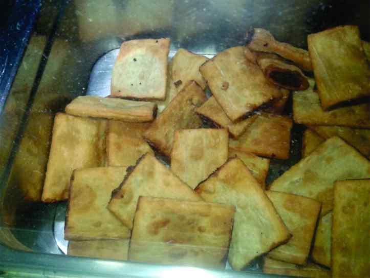 Imqaret -- semelhante a um pastel frito recheado com tâmara