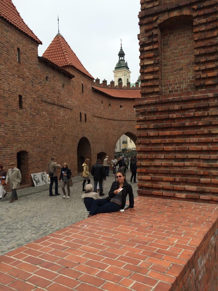 Barbican e pedacinho da antiga muralha da Varsóvia Medieval