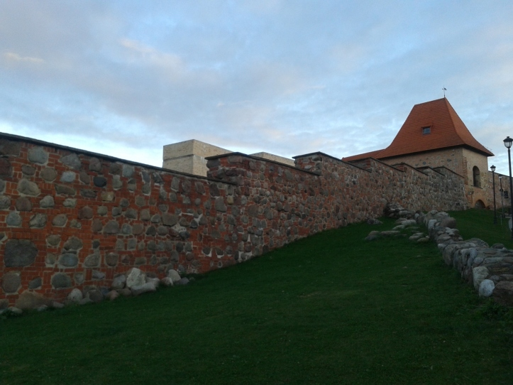 O que restou da antiga muralha que cercava a Vilnius medieval