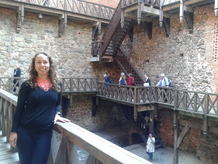 Parte interna do prédio principal do museu do castelo de Trakai