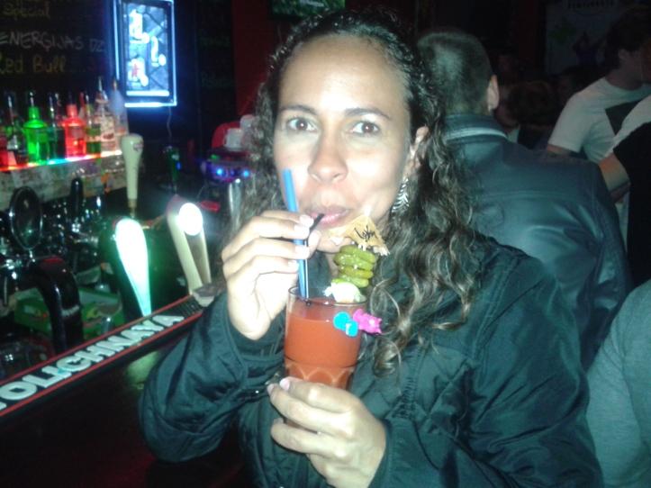 Saboreando meu Bloody Mary no Funny Fox Bar