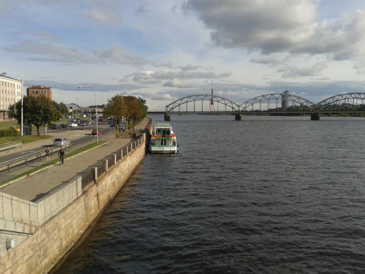 As margens dos Rio Daugava - passeio muito agradável!