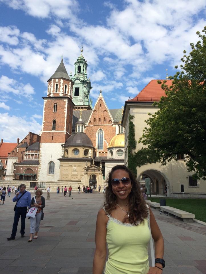 Pátio central do Castelo de Wawel com Catedral ao fundo
