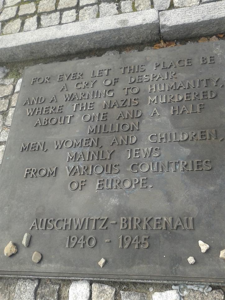 Homenagem aos mortos nos campos de concentração