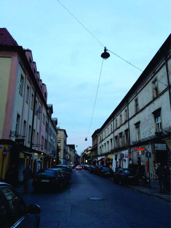 Rua do bairro judeu, Kazimierz, com vários barzinhos, restaurantes e lojinhas alternativas