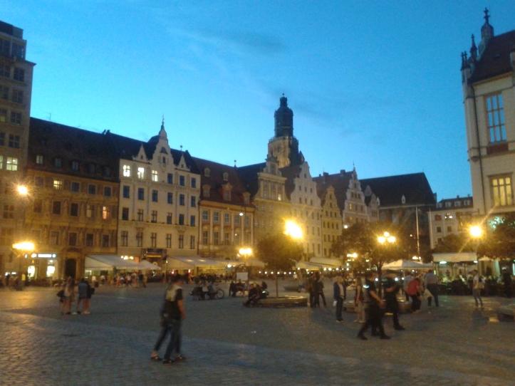 Bares e restaurantes na praça central (Rynek)