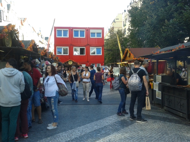 Barraquinhas de comida na rua Vaclavské Namesti