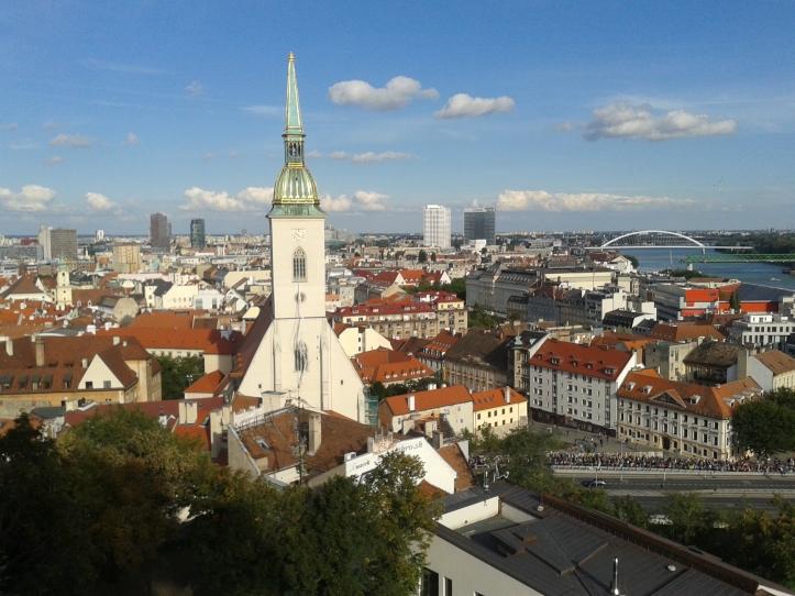 Bratislava vista do alto, destacando a Catedral
