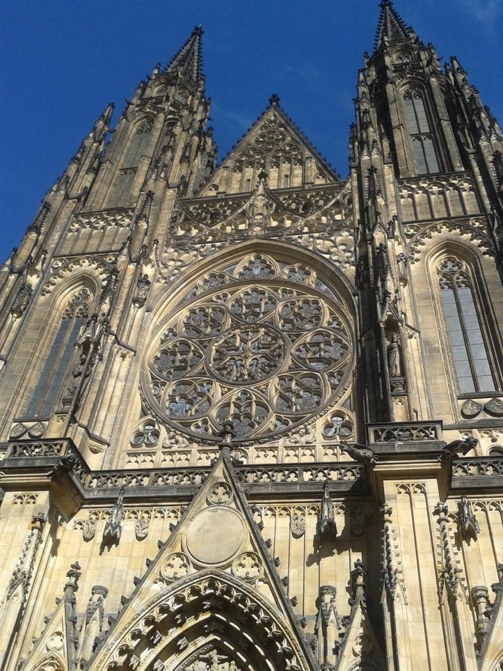 Fachada principal da Catedral de Praga