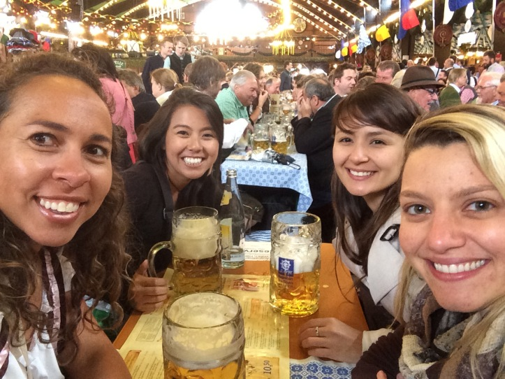 Primeira cervejinha na tenda da Augustiner