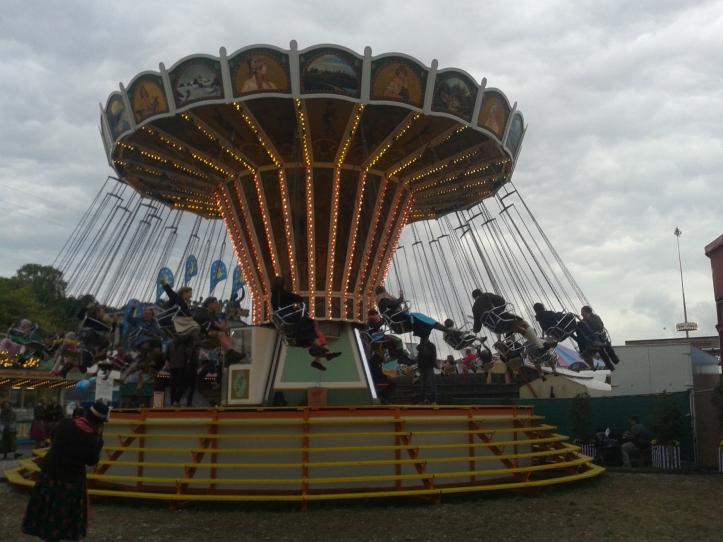 Antigo brinquedo do parque de diversões da Oktober Antiga
