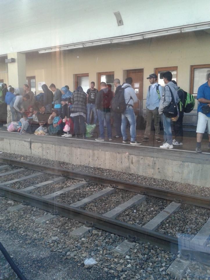 Refugiados na estação de trem