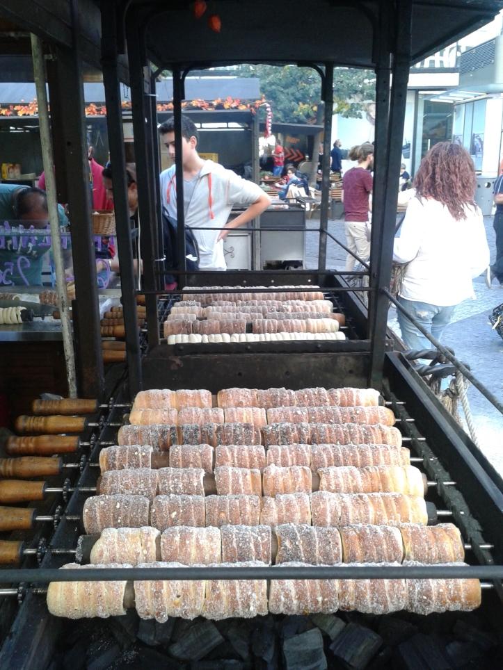 Trdelnik - delicioso doce de rua com diversas opções de recheio