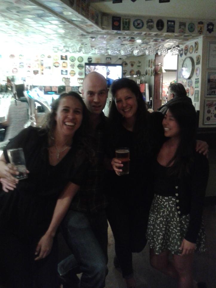 Carina, Silvia, John e eu no AJ!