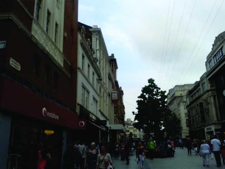 Church st. - rua de pedestre com diversas lojas, inclusive a Primark, paraíso das brasileiras!