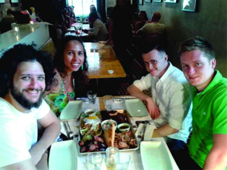 Restaurante Slims Pork Chop - churrasco americano com alguns pratos ingleses. Famoso pelos assados. Quando em grupo, vale a pena pedir um mix de carnes.