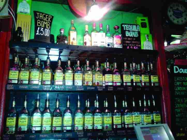 Çava - bar de tequila com música boa. Ótima pedida para o começo da noitada!