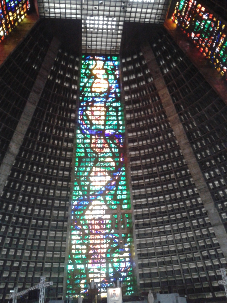 Vitral visto od interior da Catedral do Rio