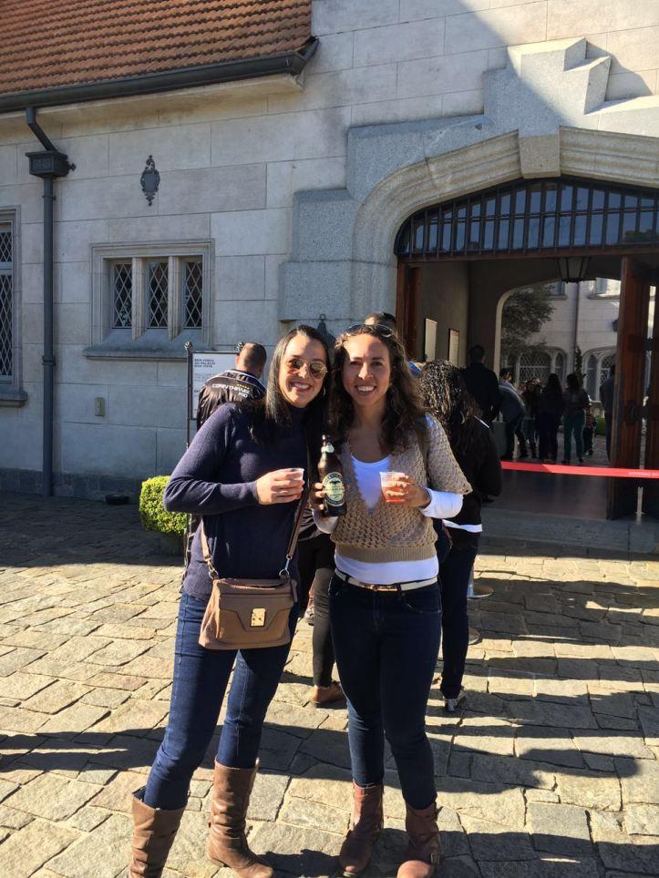 Provando a cerveja Campos do Jordão na fila do Palácio Boa Vista