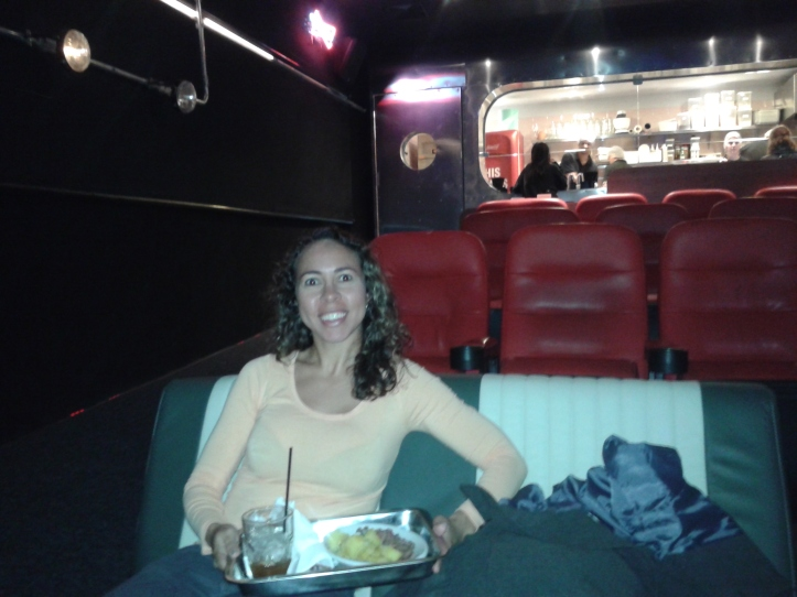 Almoçando na sala Drive in do cinema Caixa Belas Artes
