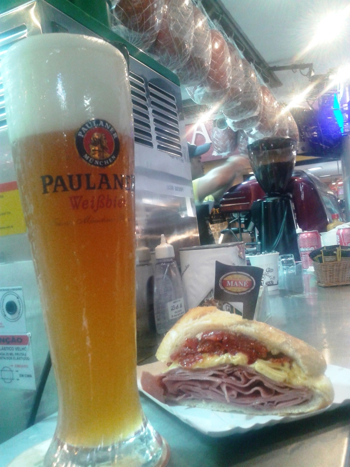"Almocinho ""light"" no Mercadão: sanduíche de mortadela e chopp Paulaner!"