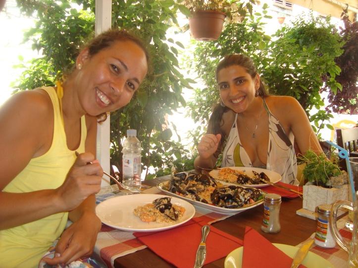 Almoço no Black Cat Bistro na praia de Firule