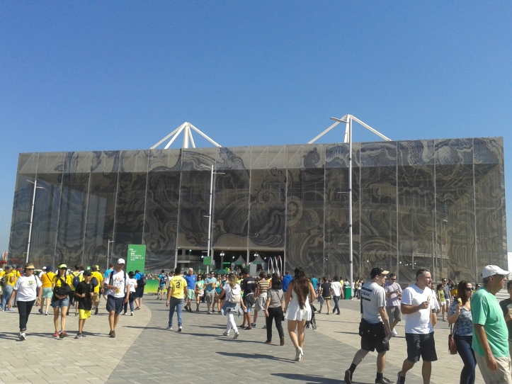 O exuberante Estádio Aquático Olímpico, palco do polo aquático. Será desmontado após os jogos.