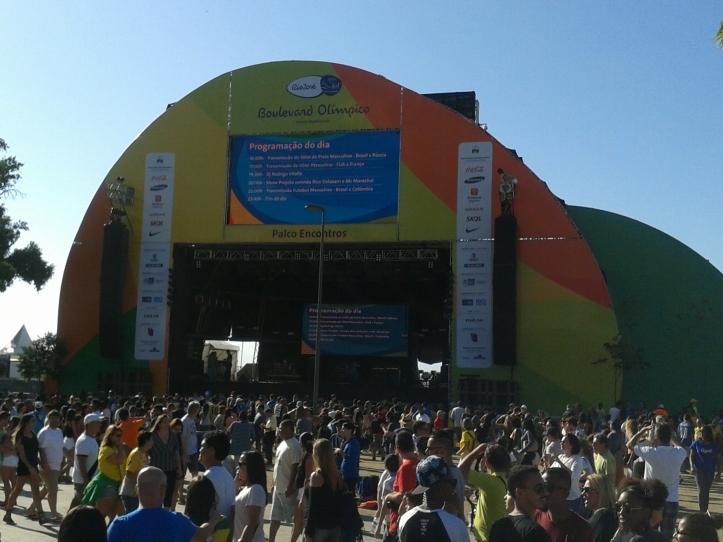 Palco Encontros no Boulevard Olímpico, local para shows e transmissão de jogos