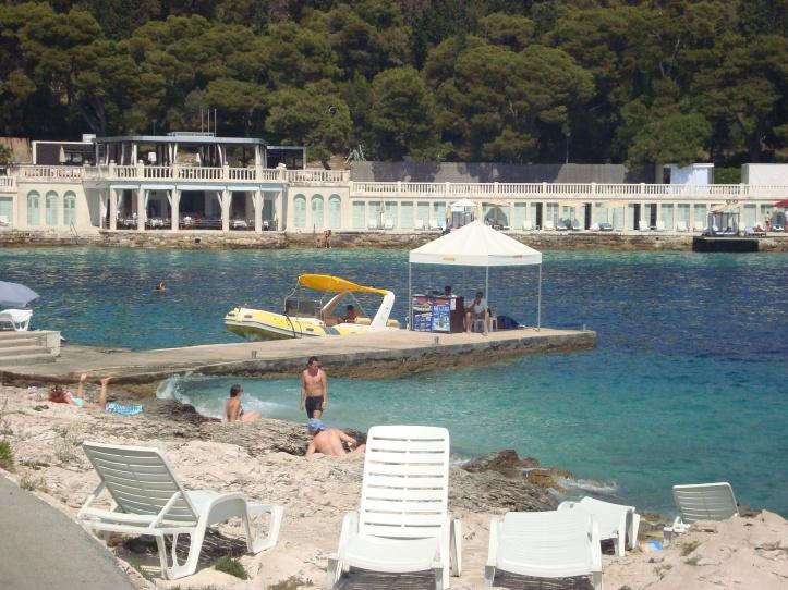 Praia em frente ao hotel Amphora