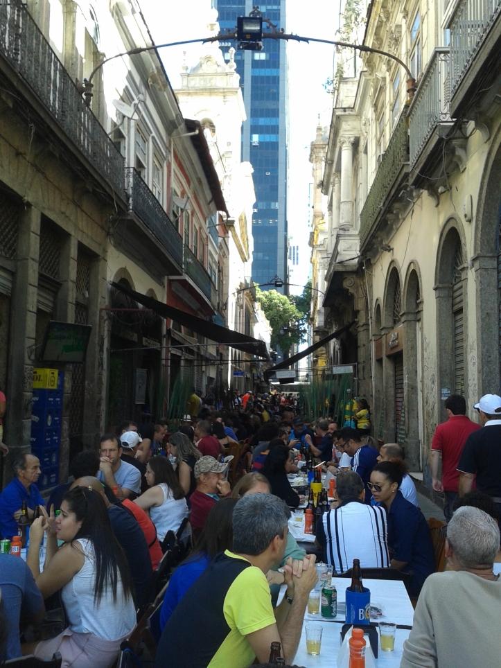 Restaurantes e música ao vivo na Rua do Ouvidor