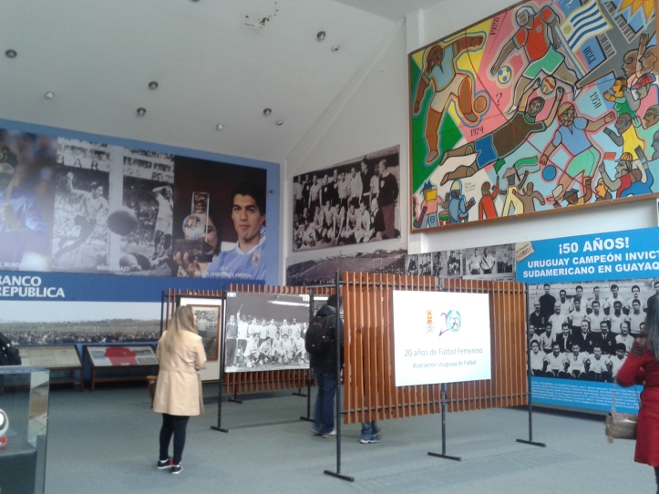 Museu do futebol - dois andares de exposições sobre o esporte