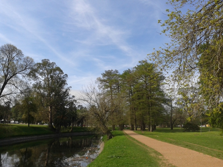 Orla do arroio Miguelete e pista para corridas/caminhadas do Parque Prado