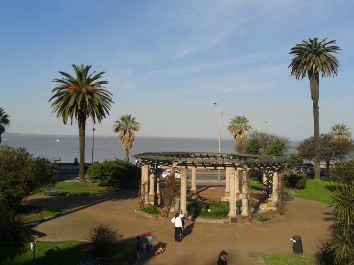 Plaza Tomas Gomensoro em frente ao Hotel Ermitage