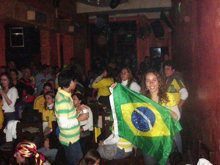 Jogo do Brasil no bar Maluco Beleza