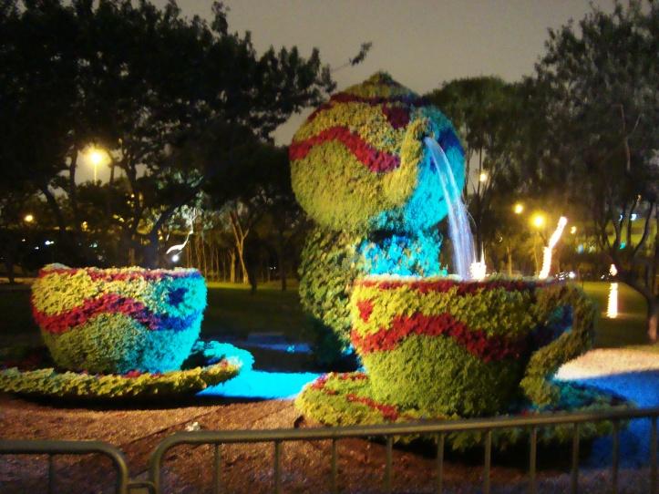 Parque das Águas - fonte em forma de bule e xícara
