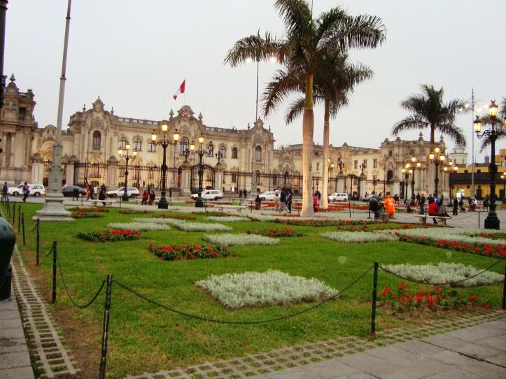 Plaza de Armas com a Catedral ao fundo