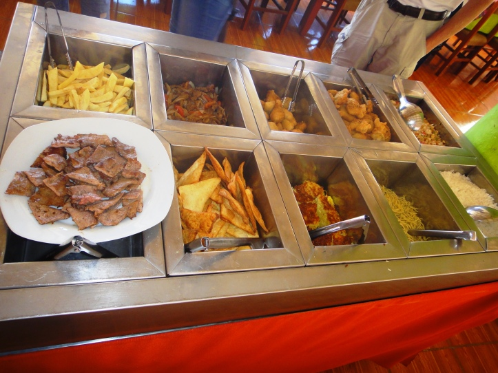 Pratos quentes do buffet