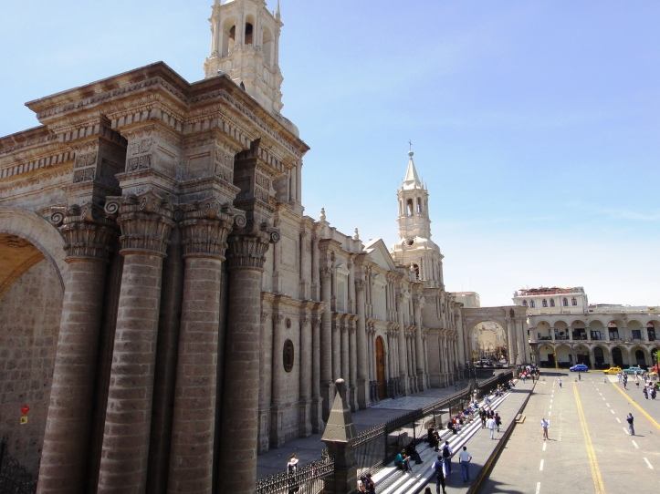 Vista lateral da Basílica de Arequipa