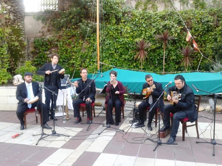 Banda brasileira animando a festa