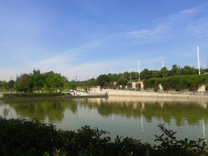 Lago para pesca no Parque Juan Carlos I