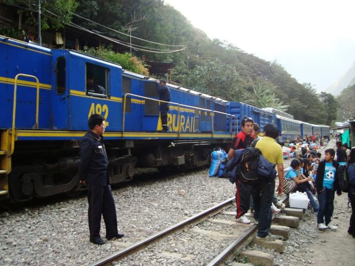 Esperando o trem para Águas Calientes
