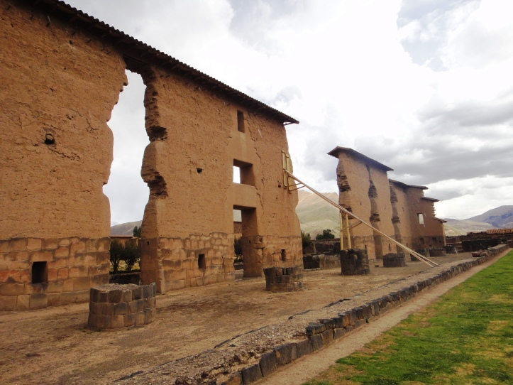 Ruínas do complexo arqueológico de Raqchi