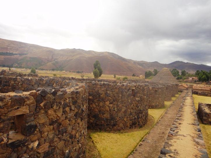 Outras ruínas do complexo arqueológico de Raqchi