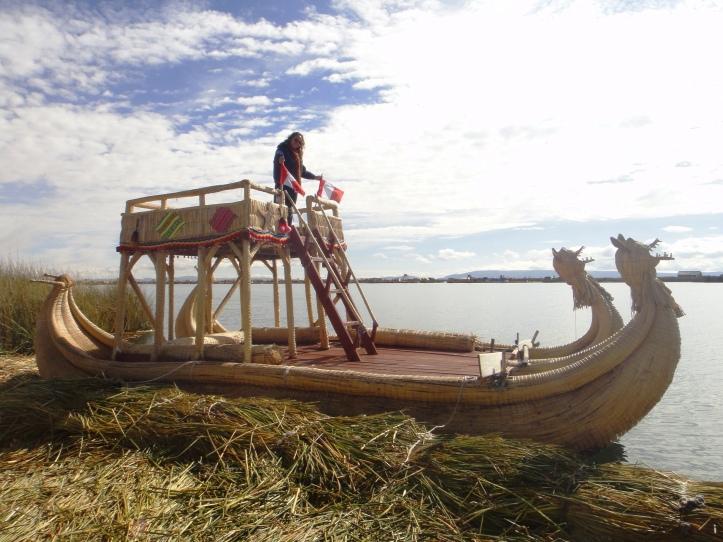 Barco de totora para transporte coletivo