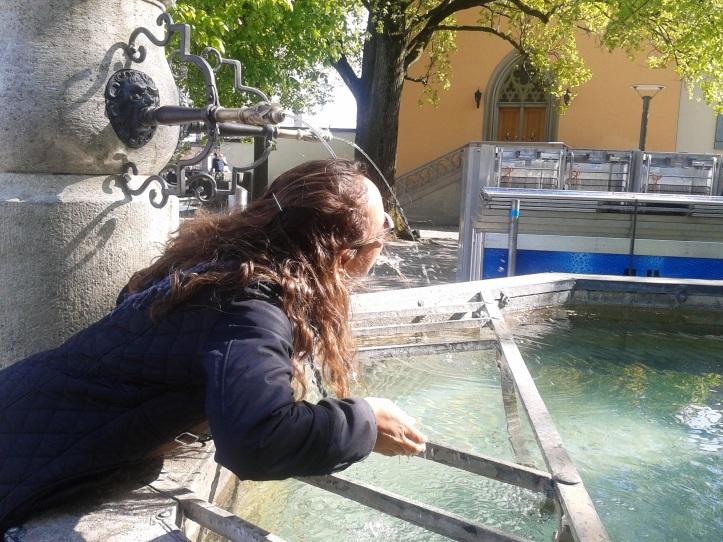 Uma das centenas de fontes com água potável