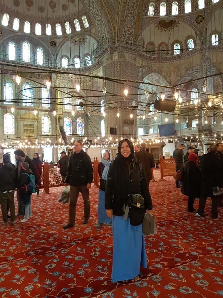 Eu nos trajes da Mesquita