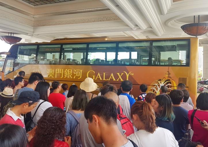 10 - ônibus do Galaxy Hotel